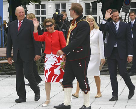 King Harald and Queen Sonja celebrating in Stavanger