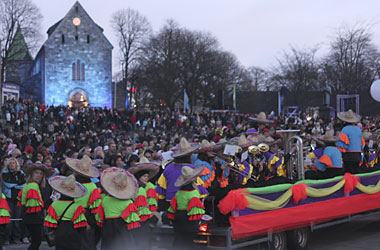 The Stavanger 2008 opening parade, with the cathedral in the background